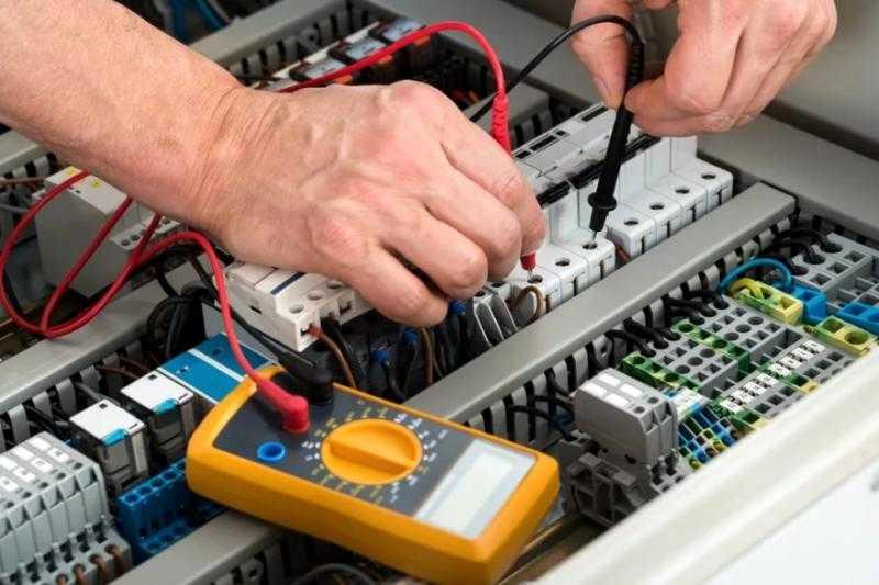 Услуги электрика, замена проводки.