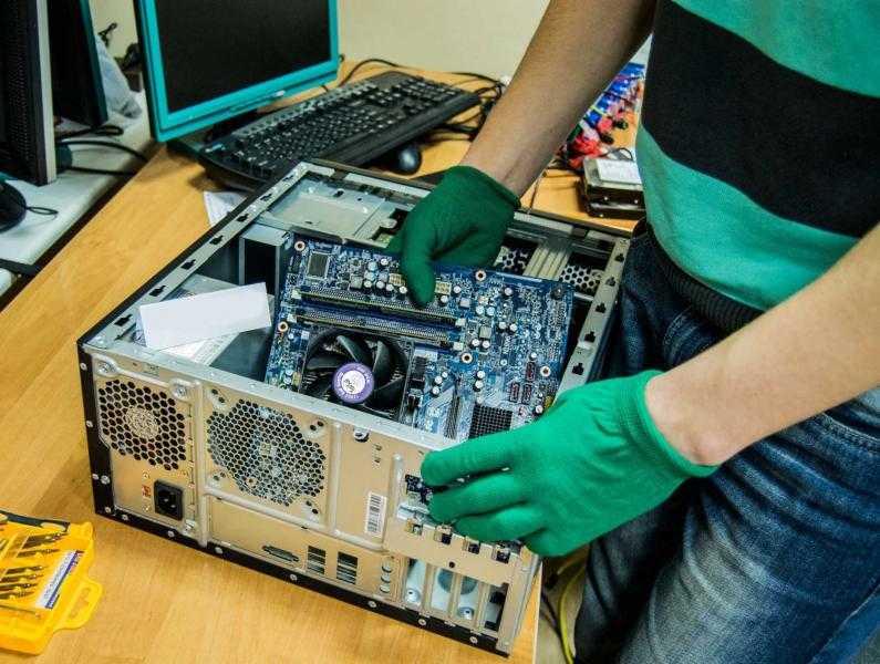 Специалист по ремонту Компьютеров.
